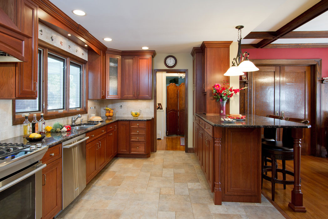 medium brown kitchen cabinets with granite counter tops. beautiful ideas. Home Design Ideas